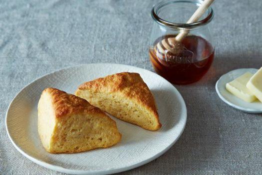 13 Best Thanksgiving Bread Recipes From Cornbread to Dinner Rolls 9