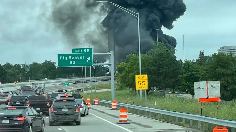 VIDEO: Dashcam captures tanker truck explosion while driving on freeway