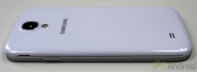 Samsung-Galaxy-S4-Droite