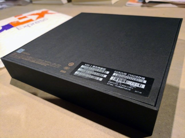 hugo-barra-xiaomi-mi-mix-2-photo-packaging-3