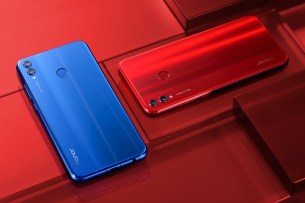 Johnson_Honor 8x_Blue&Red2