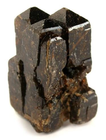 Un cristal de xénotime associé à de la rutile (titane). Crédit : Robert M. Lavinsky // Wikimedia Commons