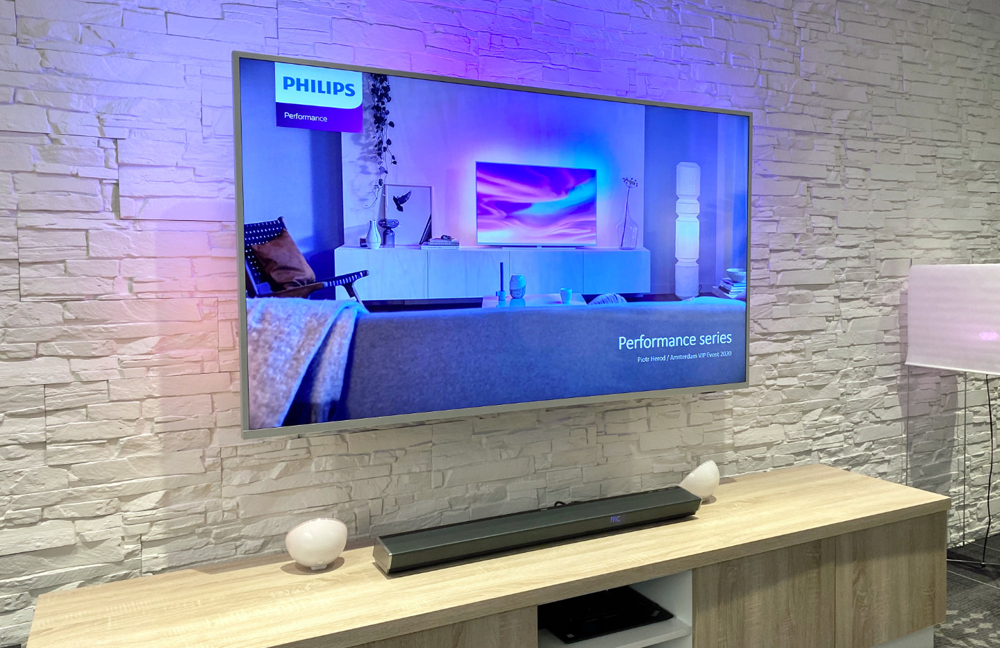 philips renouvelle the one et integre