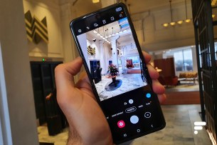 Samsung Galaxy Z Flip photo