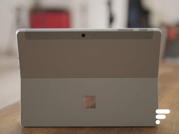 Le dos de la Microsoft Surface Go 2
