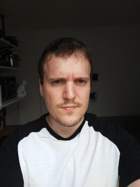 Selfie du Oppo A72 en mode automatique