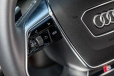Les commandes au niveau du volant // Source: Étienne Rovillé pour Audi France