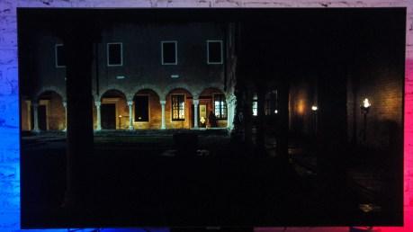 La puissance lumineuse permet de faire ressortir les premières colonnes dans ce plan très sombre