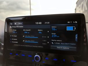 hyundai-ioniq-electric-infodivertissement-2