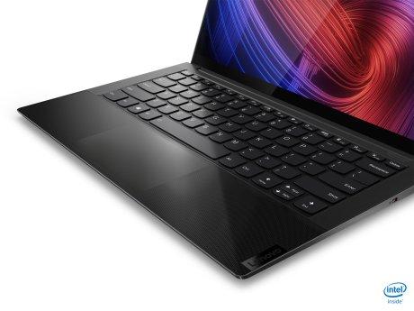 Le PC utilise du verre de bout en bout au niveau du trackpad // Source : Lenovo