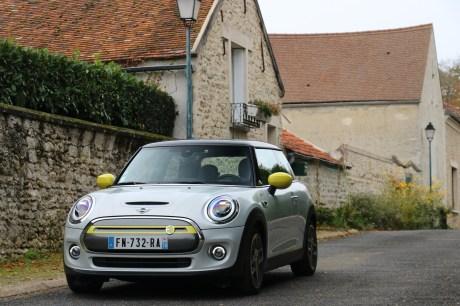 The Mini Cooper SE // Source: Yann Lethuillier for Frandroid