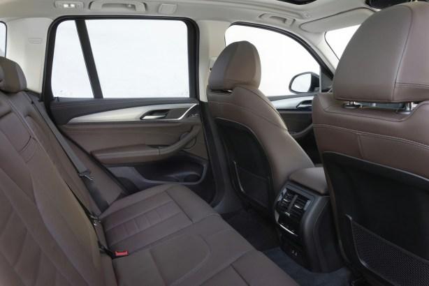 Les sièges arrière du BMW iX3 // Source : BMW France