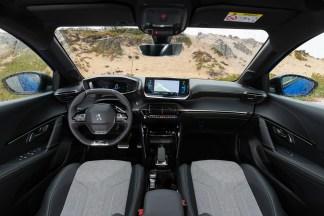 L'intérieur de la Peugeot e-208 // Source : Peugeot France