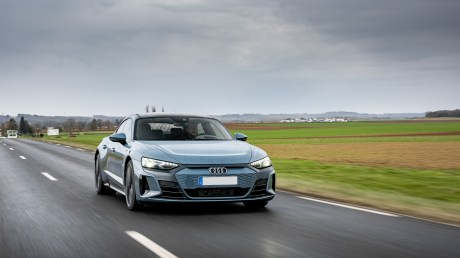 À bord de l'Audi e-tron GT quattro // Source : Marius Hanin