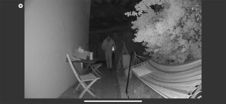 La détection de mouvement en extérieur de nuit à 4 m avec vision de nuit // Source : Frandroid / Yazid Amer
