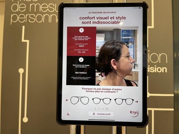 Vous pouvez tester si une paire de lunettes vous va bien // Source : FRANDROID