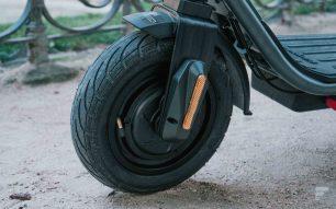 """Les pneus de 10"""" de la Himo L2"""