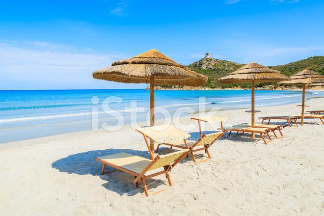 parasol sur la plage de porto giunco