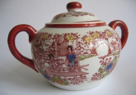 chinese sugar pot