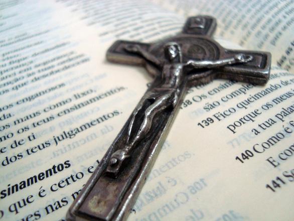 De la Cruz y Santa Biblia