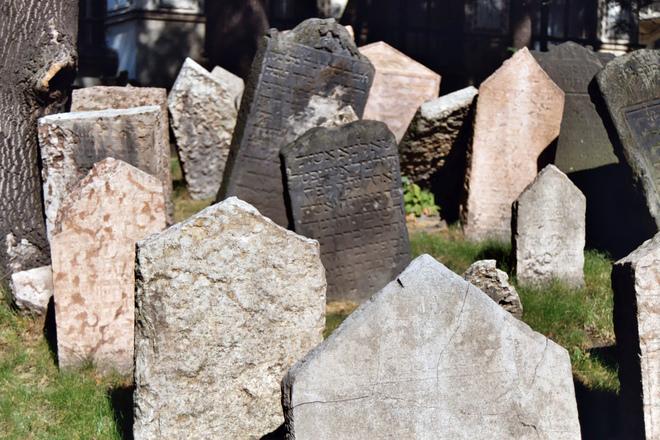 jewish-graveyard