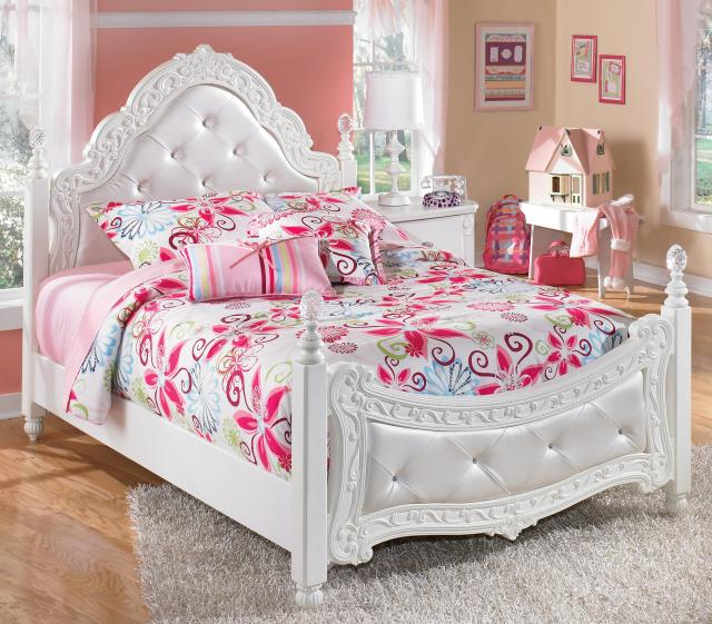 Signature Design by Ashley Exquisite Full Ornate Poster Bed with