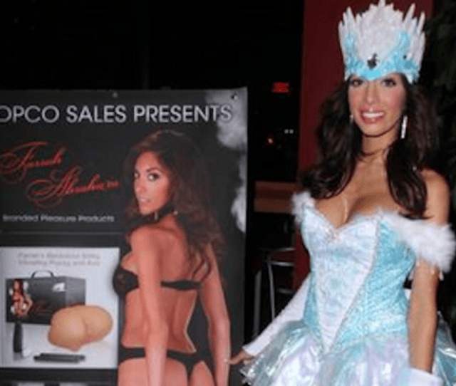 Teen Mom Sex Novelist And Frozen Yogurt Salesman Farrah Abraham Had The Bright Idea To Dress Up Like Elsa From Disneys Frozen To Hawk Molds Of Her Vagina