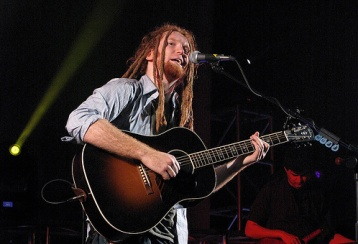 Newton Faulkner With A Gibson Advanced Jumbo