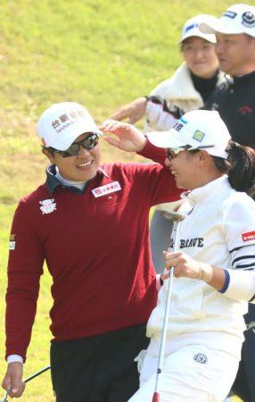 台豐男女職業高爾夫對抗賽 首日打成平手精采刺激