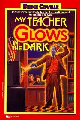 My Teacher Glows in the Dark (My Teacher Is an Alien, #3)