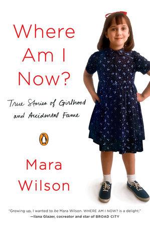 Framsiden på boka Where Am I Now? Hvitt cover med rød tekst og et bilde av forfatteren som barn