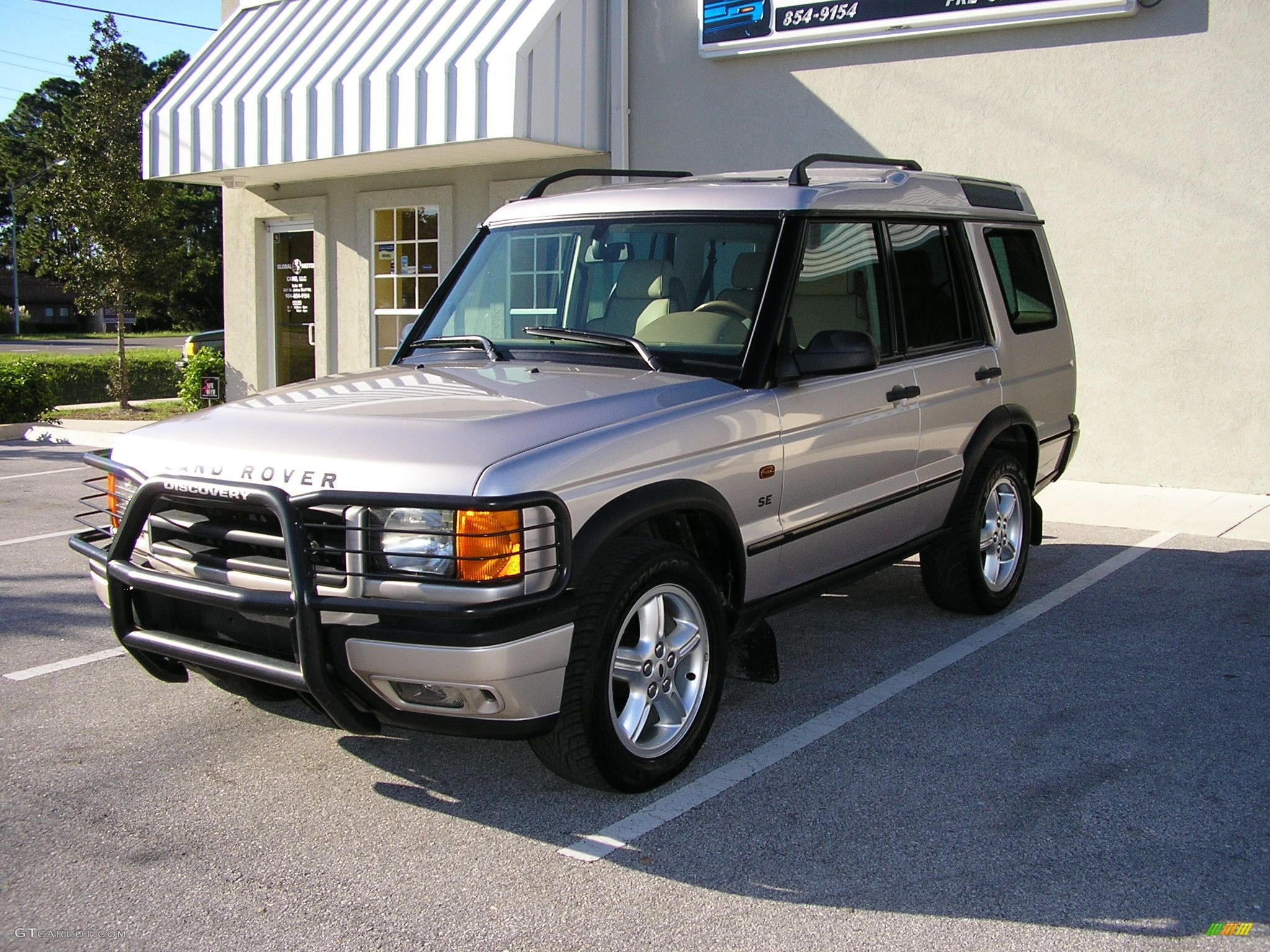 2001 White Gold Pearl Metallic Land Rover Discovery II SE