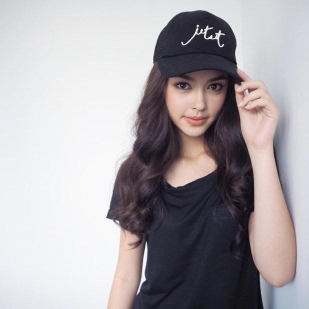 Thay vì chạy theo xu hướng, hot girl Thái lại chỉ trung thành với 6 kiểu tóc quen thuộc này