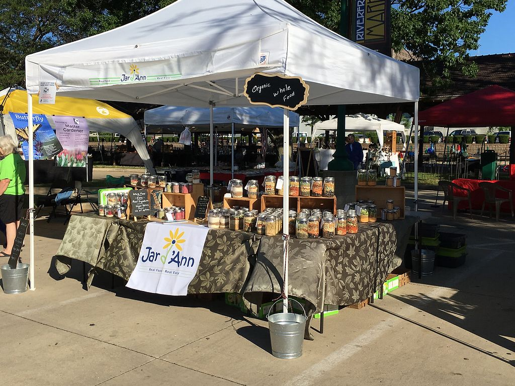 at the farmers market at jar d ann in peoria