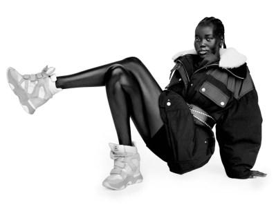 Isabel Marant Kembali Merilis Sepatu Wedge Sneaker Ikonisnya!