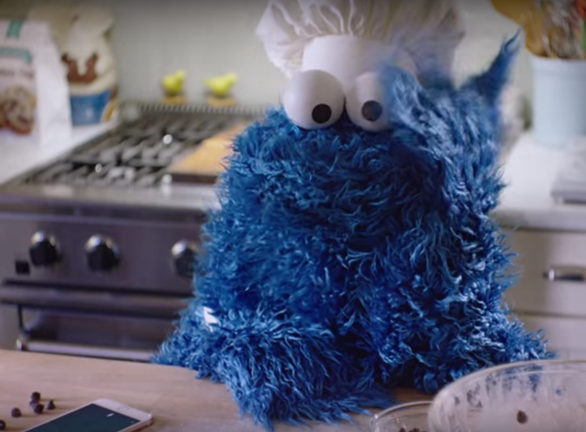 Cookie Monster Shows Us Everything We Can Do With Siri