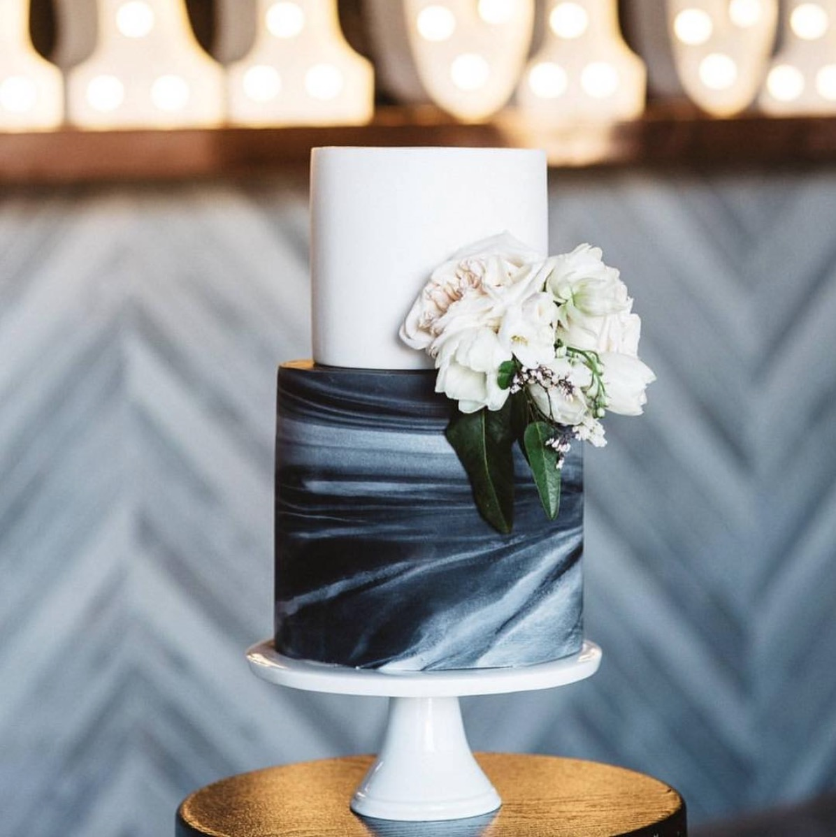 Get Ready For The Next Major Wedding Trend Marble Cakes