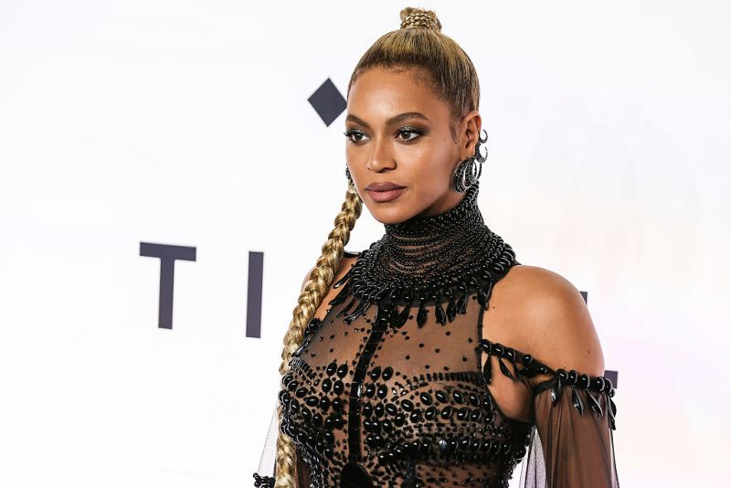 Beyoncé just SLAYED in a polka dot pantsuit at a Hillary Clinton event and we are not worthy