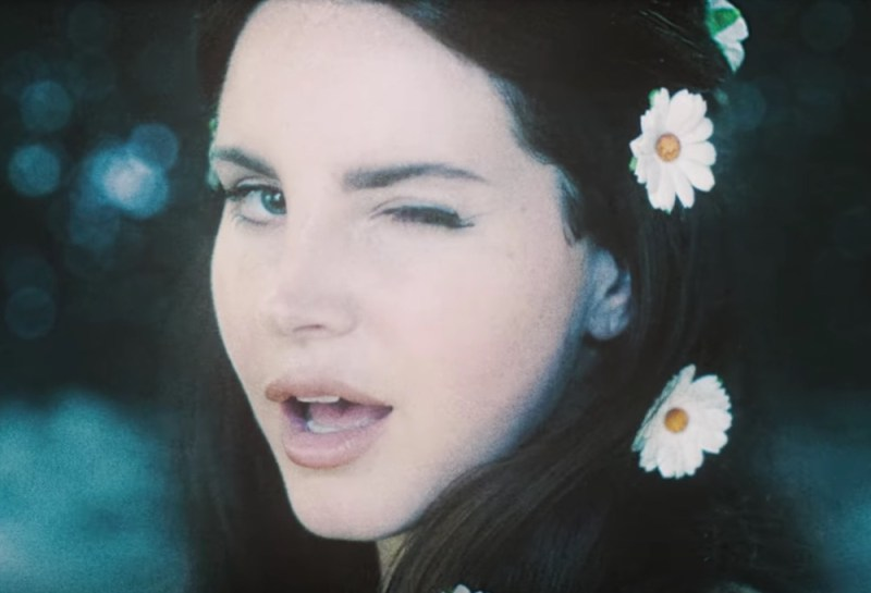 Here's how to copy Lana Del Rey's '60s inspired, daisy-adorned hairstyle in her new video