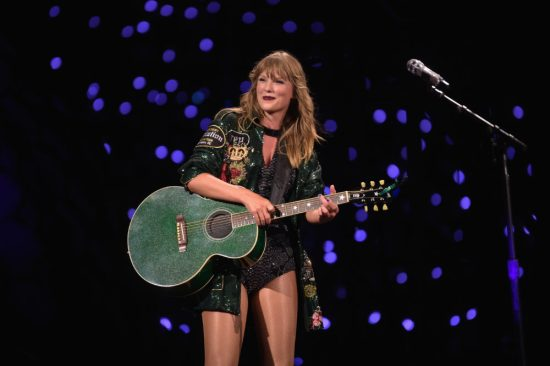 Taylor Swift handled a concert malfunction like a professional stand-up comedian
