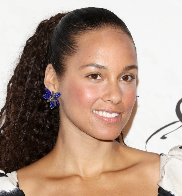 alicia keys cut her hair into a short bob hairstyle