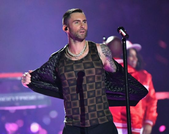 Twitter thinks Adam Levine's Super Bowl tank top looks like '70s home decor, and tbh they're not wrong