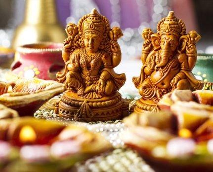 dhanteras laxmi ganesh shopping gold silver coins money