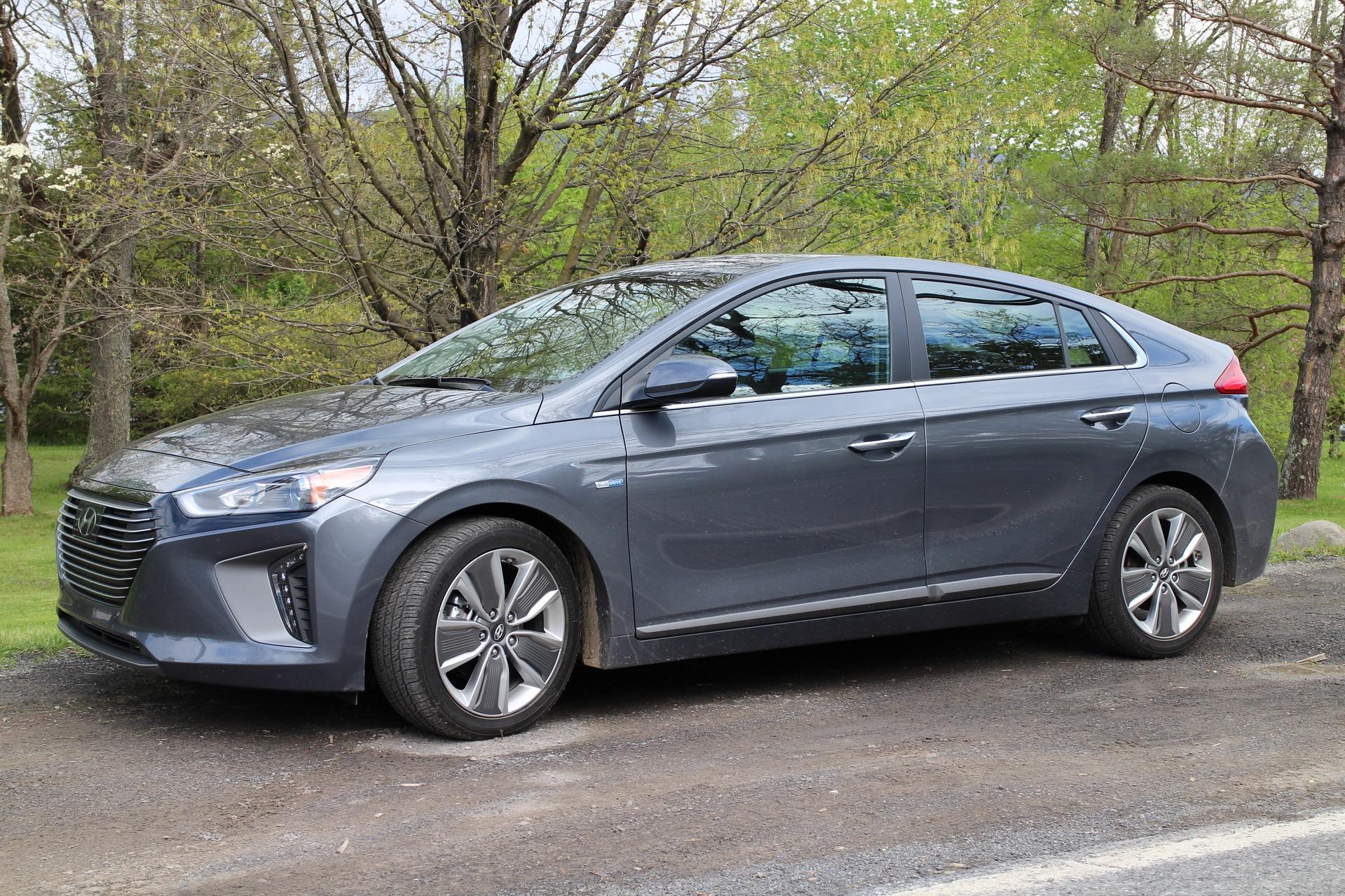 2017 Hyundai Ioniq Hybrid Gas Mileage Review