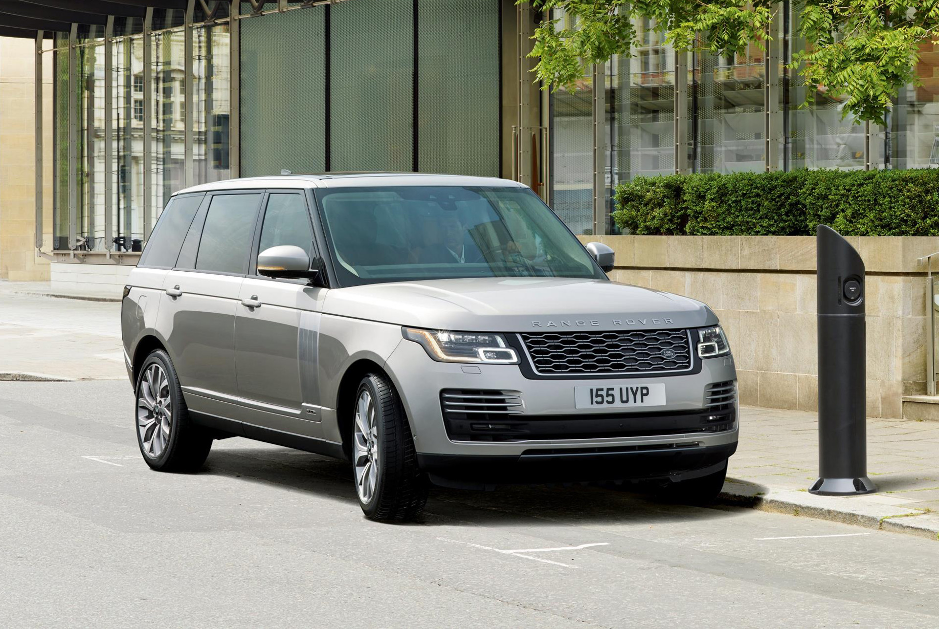 2019 Land Rover Range Rover P400e plug in hybrid revealed on sale