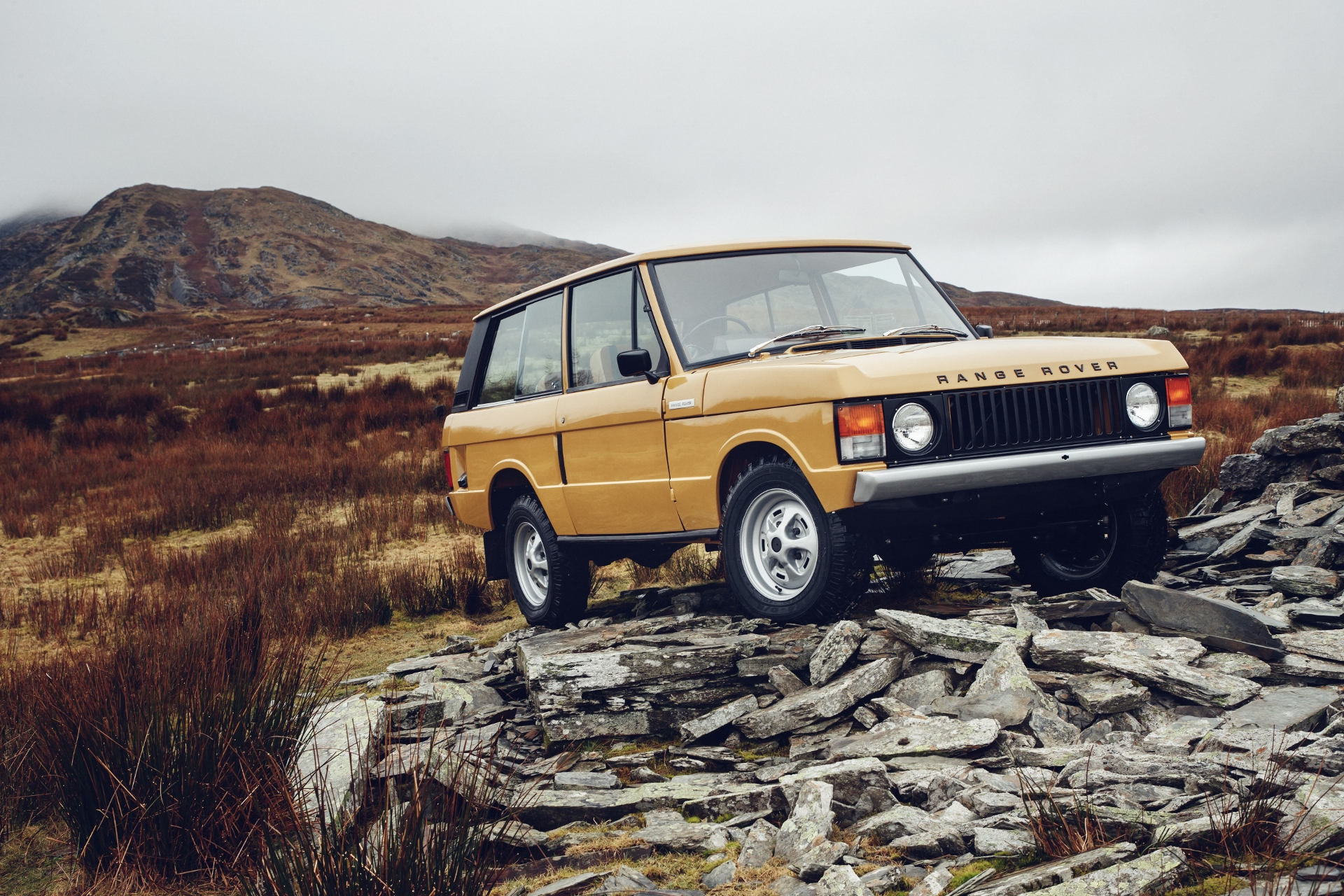 Land Rover offering factory restored first gen Range Rovers