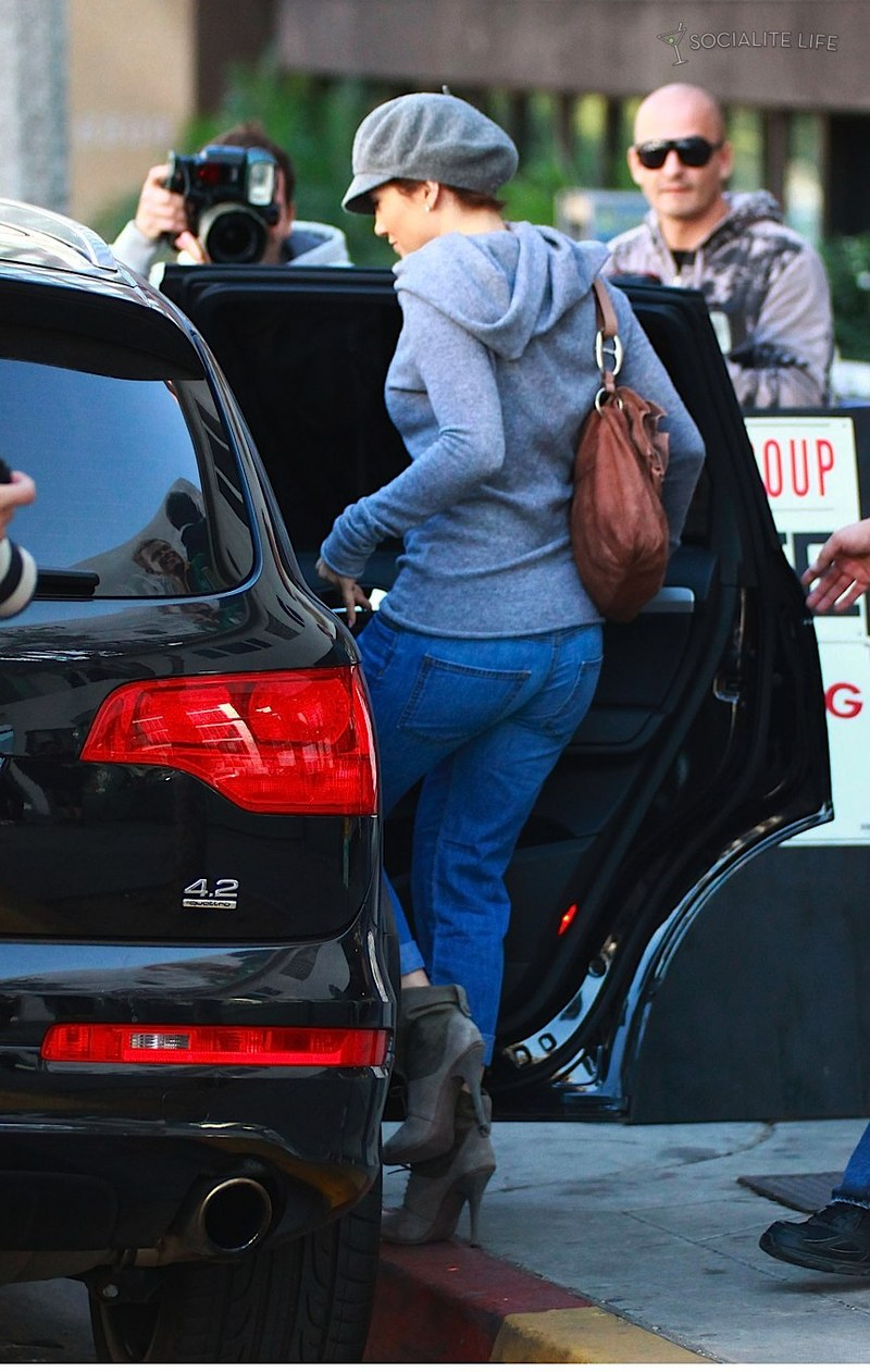 Jennifer Lopez Plops Down On Big Juicy Audi Q7
