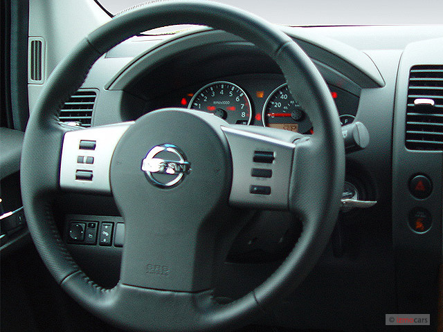 Image 2005 Nissan Pathfinder LE 4WD Steering Wheel Size