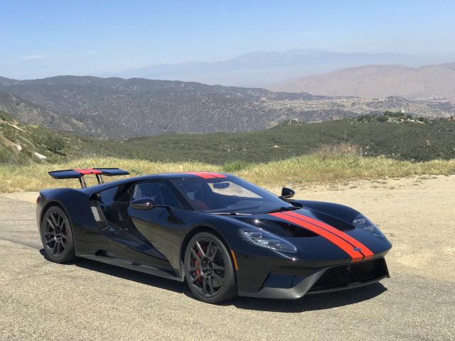 "2018 Ford GT ""width ="" 640 ""height ="" 480 ""data-width ="" 1024 ""data-height ="" 768 ""data-url ="" https://images.hgmsites.net/lrg/2018-ford-gt_100676093_l .jpg"