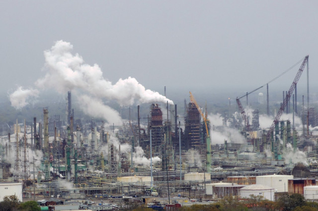 ExxonMobil oil refinery, Baton Rouge, Louisiana, by WClarke [CC BY-SA 4.0]